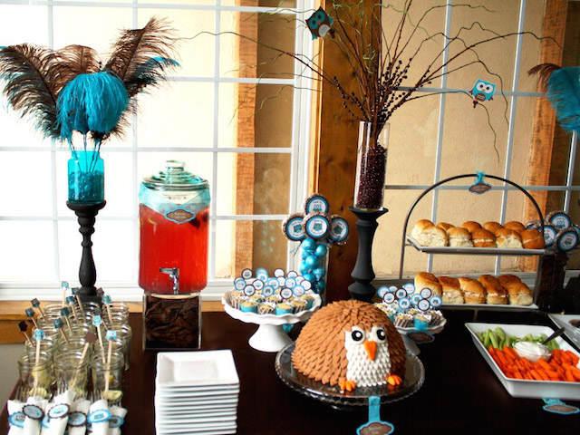 decoración mesa tema aves feliz cumpleaños