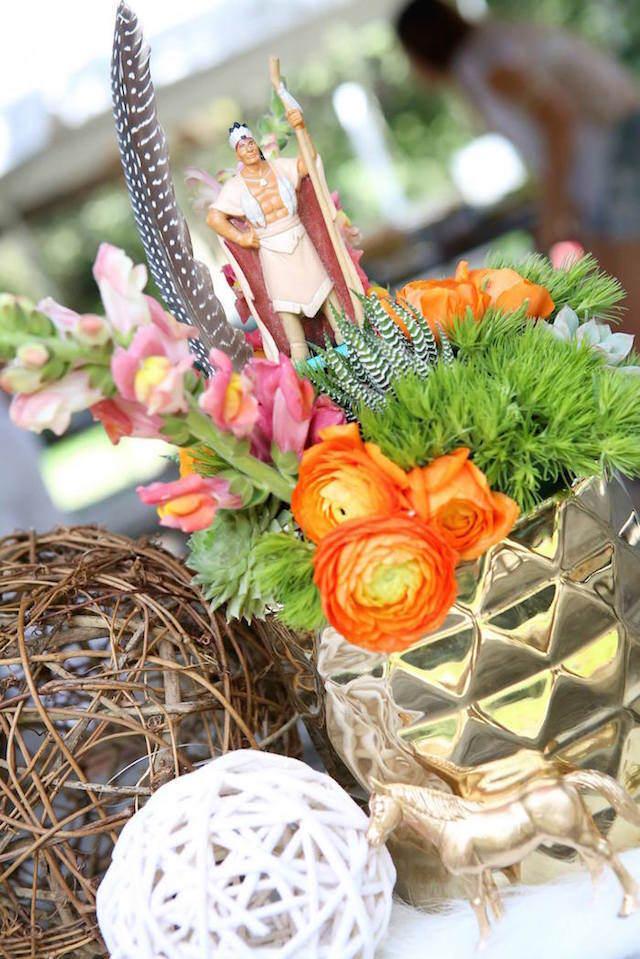 feliz cumpleaños estilo boho centros de mesa flores
