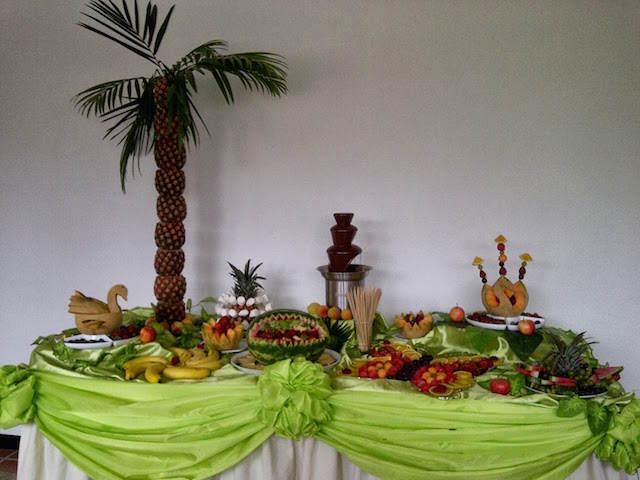 fiesta temática corporativa decoración comida