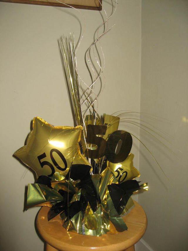 preciosa decoración aniversario centros de mesa oro