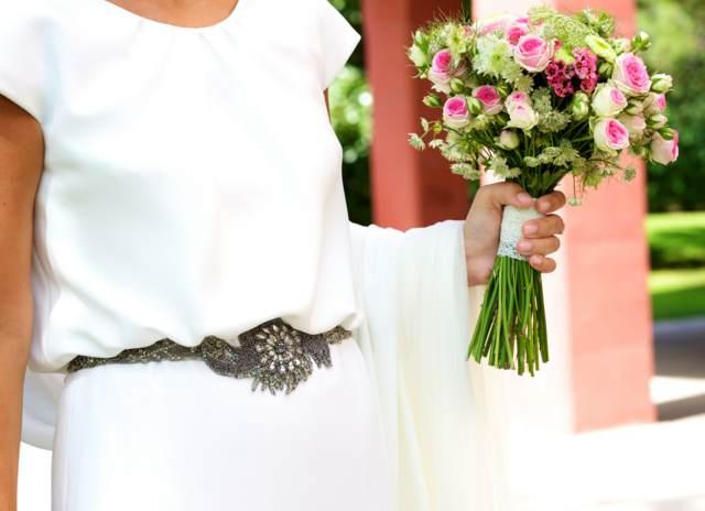 precioso sencillo ramo de flores estilo bohemio ideas