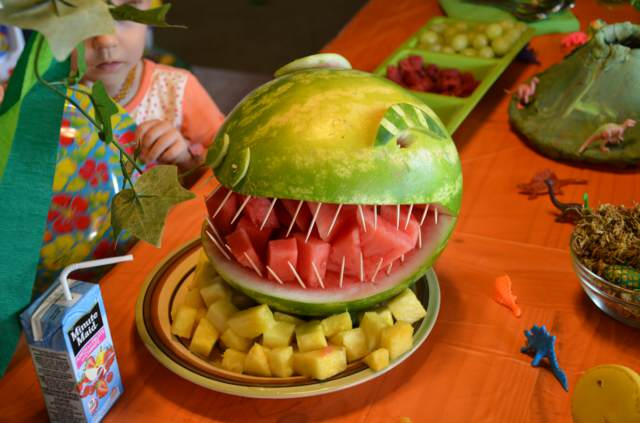 arreglos frutales fiesta infantil decoración interesante dinosaurios