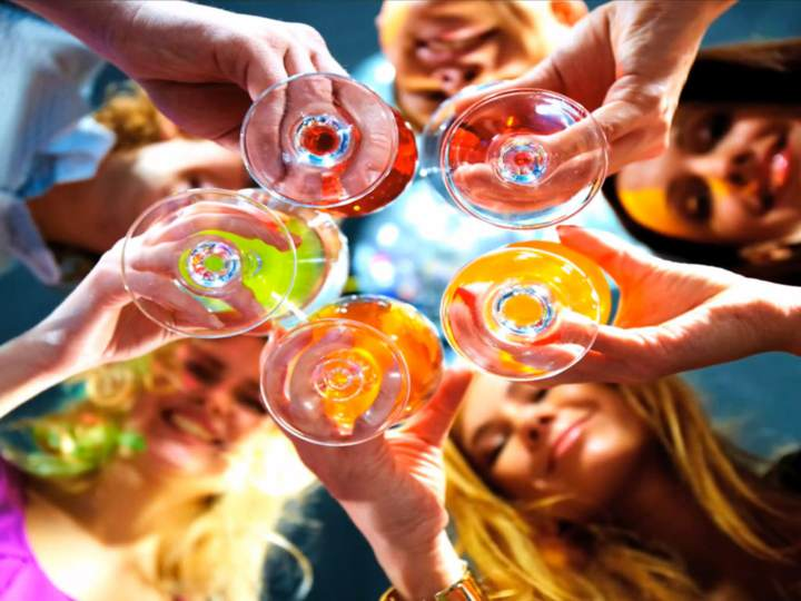cócteles originales fiesta corporativa temática ideas interesantes