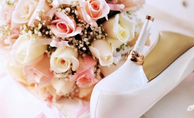 noviazgo precioso flores bonitas anillo escondido idea original
