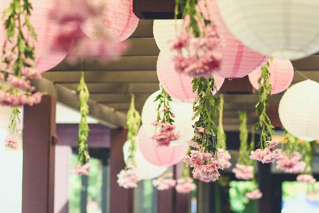 preciosa decoración flores evento temático secreto