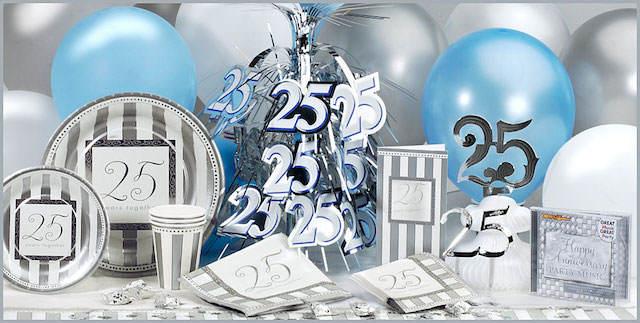 preciosos elementos temáticos bodas de plata. Elegante pastel para celebración de 25 años