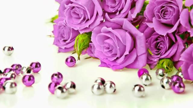 ramo flores moradas purpuras ideas románticas noviazgo