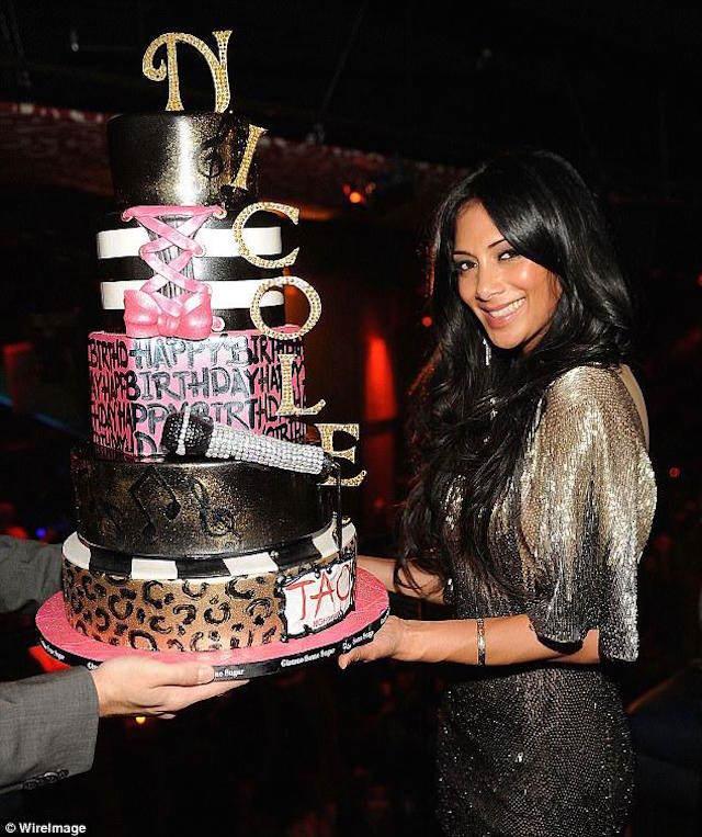 Nicole Scherzinger fiesta famosa pastel precioso