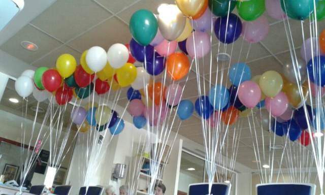arreglos con globos fiesta cumpleaños ideas colores diferentes