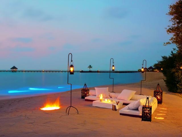 cena comántica orillas Índico Maldivas aniversario novios