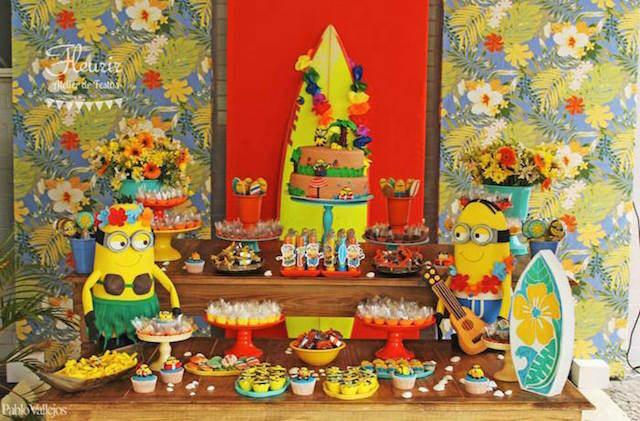 decoración de fiestas Minions Hawaii combinación