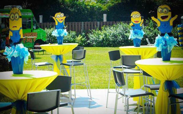 decoración de fiestas temática de minions mesas