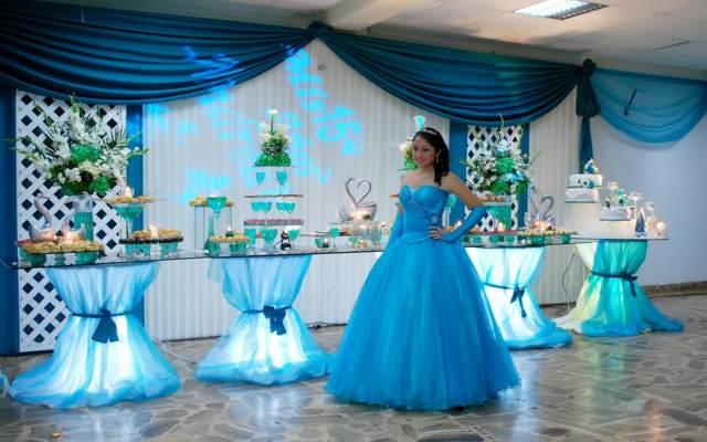 decoración original color azul  fiesta cumpleaños 15 años