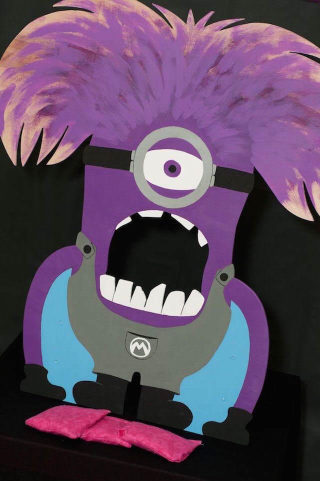 decoracion tema minions color violeta