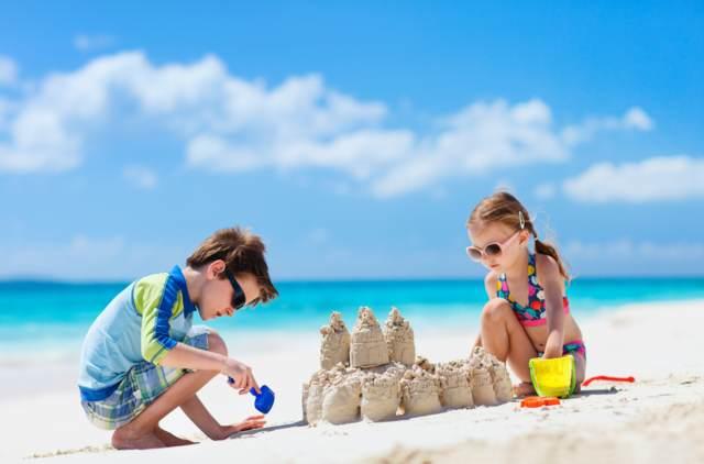 juegos infantiles fiesta cumpleaños verano playa mar