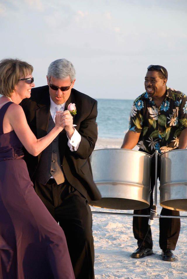 música divertida para boda al aire libre