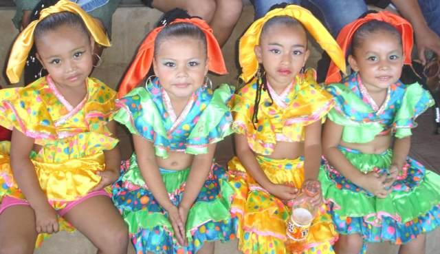 niñas disfraz temático tradicional ideas originales fiestas temáticas