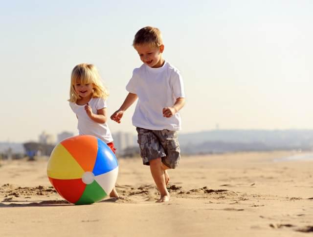 niños playa fiesta infantil arena ideas juegos