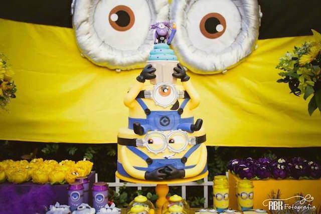 estupendo pastel de cumpleaños tema minions
