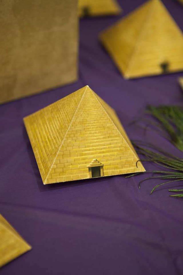 pirámides elemento egipcio decoración de fiestas básica