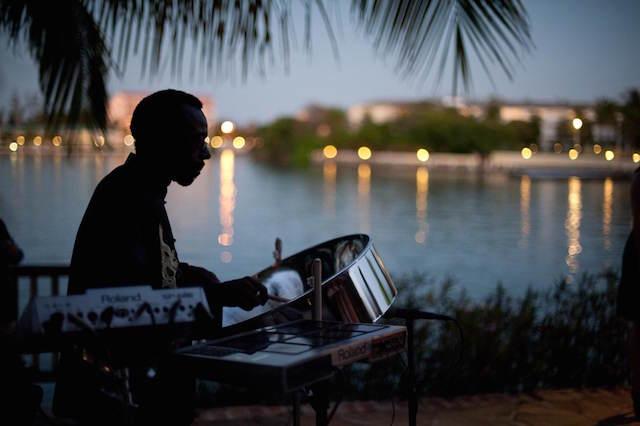 romántica música puesta del sol bodas en la playa