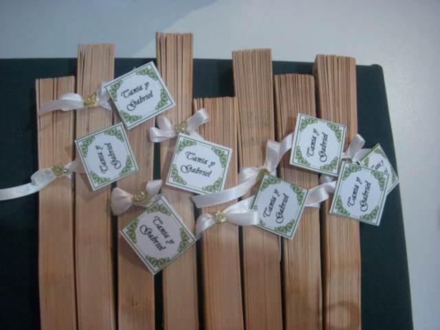 abanicos de sándalos ideas originales recuerdos para boda