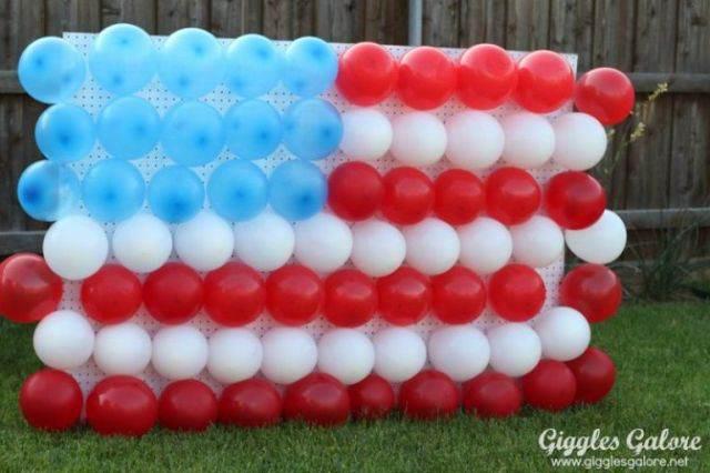 globos hechos como una bandera decoracion para baby shower