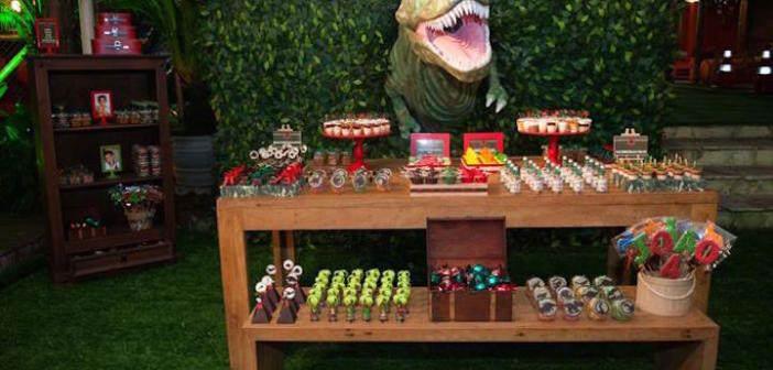 Decoración para cumpleaños con motivos de Jurassic Park
