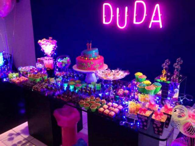 idea maravillosa decoracin para cumpleaos en colores neon